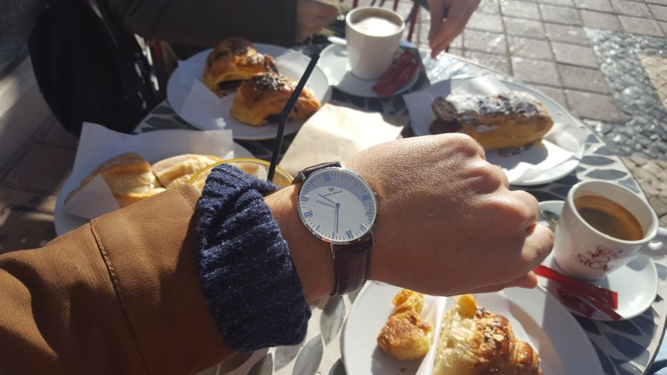 marc-brug-watches-drinking-coffee-in-the-restaurant